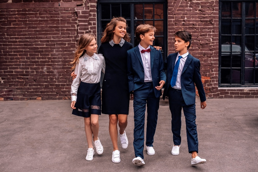 53ca067dbd34 Школьная форма для девочек: обзор модных тенденций 2018/2019 ...